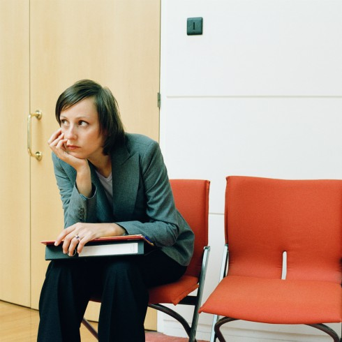 woman-sitting-waiting-for-meeting