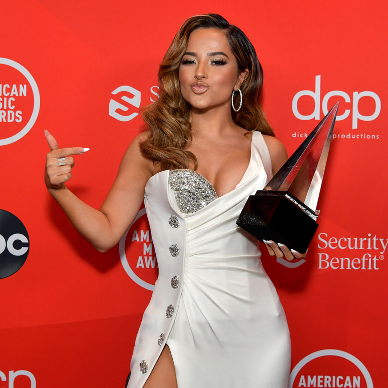 Becky G wins at the 2020 American Music Awards.