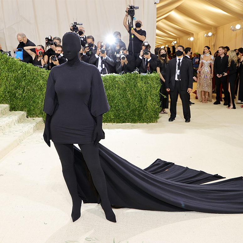 The Funniest Memes About Kim Kardashian's Met Gala Outfit ...